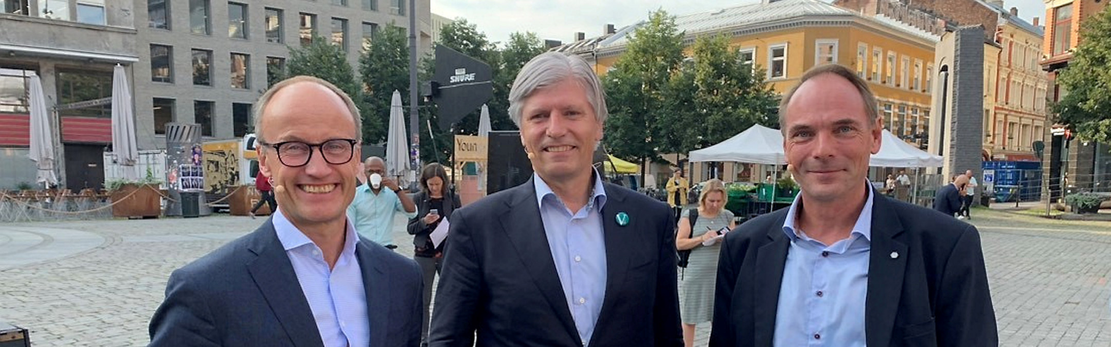 Direktør i Enova Nils Kristian Nakstad, Klima- og miljøminister Ola Elvestuen (V) og adm.dir i NBF Stig Morten Nilsen.